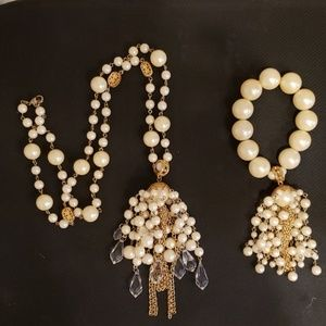 Jewelry - Vintage faux pearl gold tone necklace bracelet set